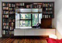 Уютный кабинет с библиотекой